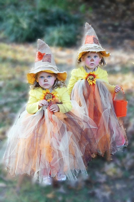 Fabulous tutorial for the CUTEST scarecrow tutu Halloween costume EVER! Come learn how to make your own for your little girl!
