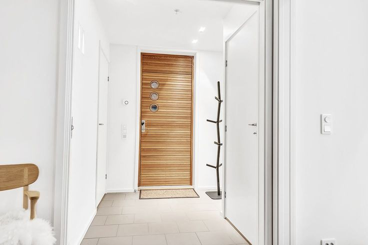 Specialmade exterior door mad in FSC-certified oak.