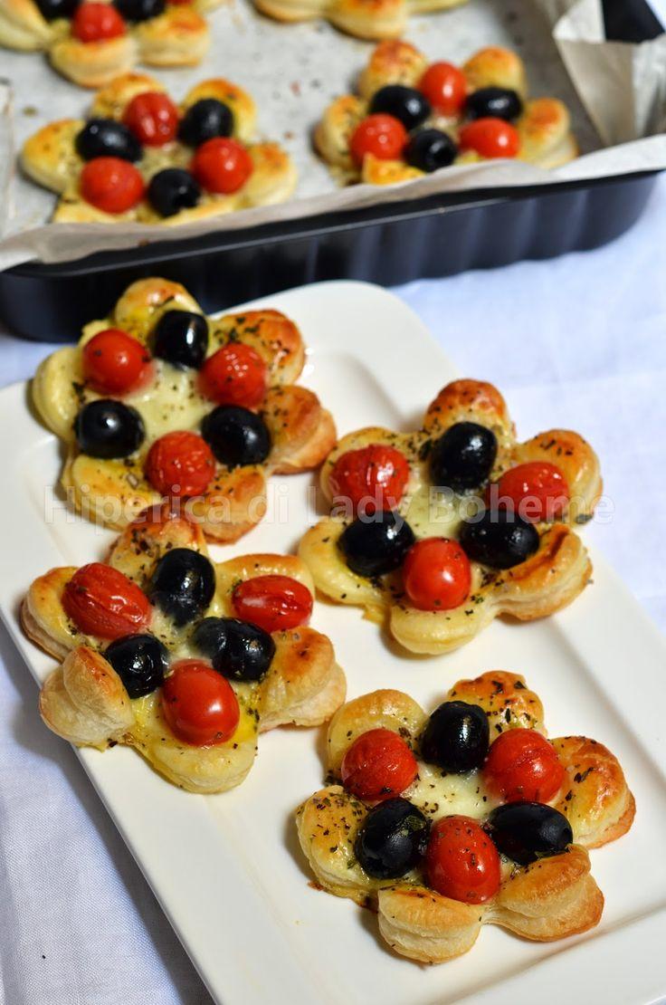 sfogliatine salate alle olive e pomodorini