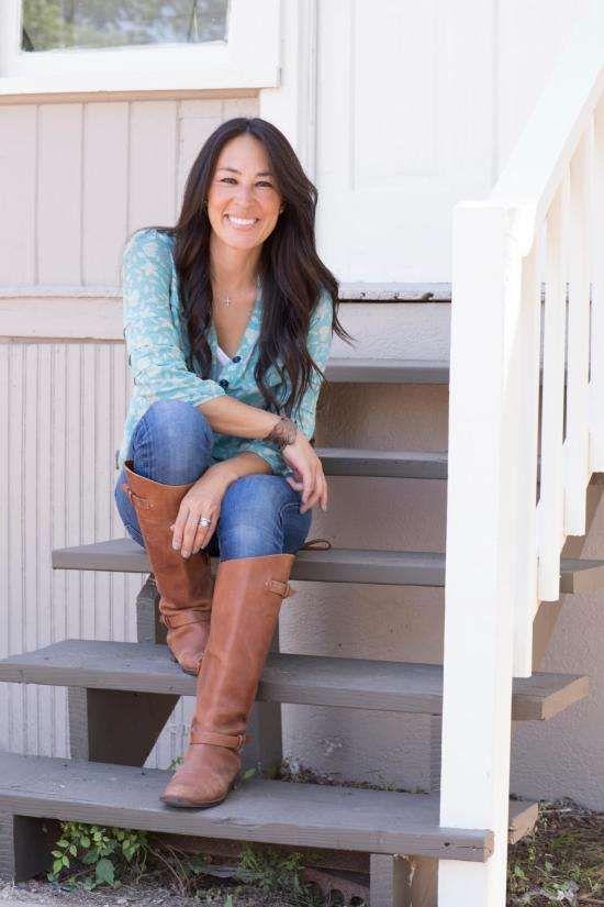 HGTV Joanna Gaines has an estimated net worth of 1 million dollars.