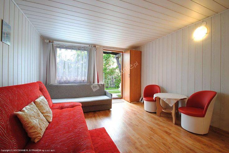 Pokoje gościnne znajdują się 150m od rzeki Spychowska Struga. Oferują m.in.: pole siatkowe, plac zabaw dla dzieci. Szczegóły: http://www.nocowanie.pl/noclegi/spychowo/kwatery_i_pokoje/62766/ #nocowaniepl #accommodation #travel #vacation #mazury #Poland #lake