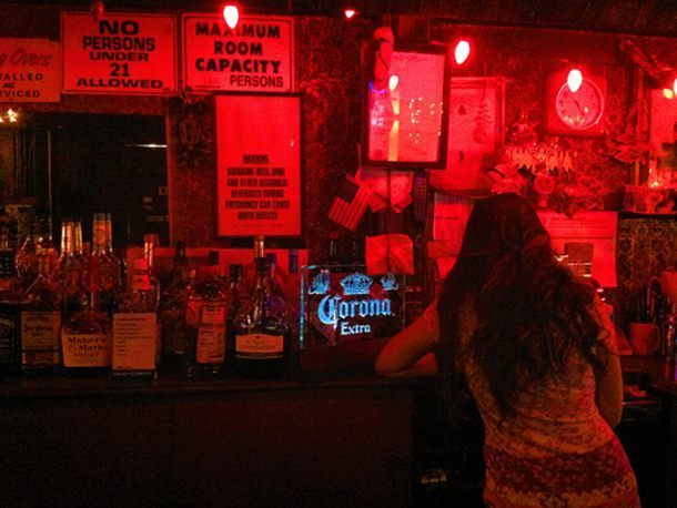 8 Great Dive Bars In Los Angeles Dive Bar Old Bar Hotel Price