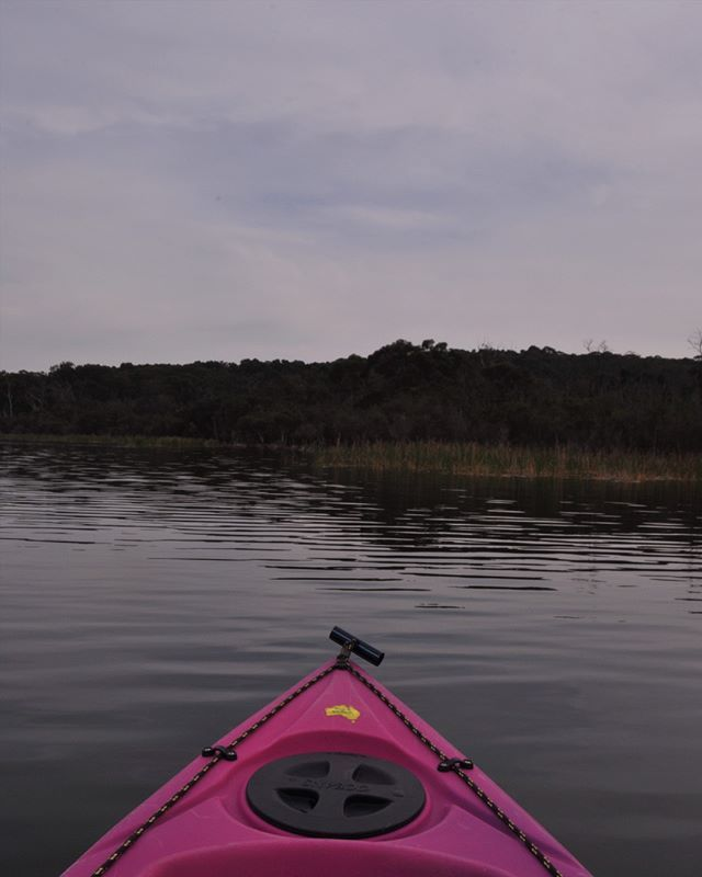Smooth waters at Lysterfield Lake with the homie .  #kayaking101 #adventures #visitmelbourne #itsnice #1000stepsisnext