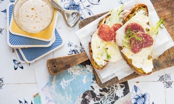 Fenchel-Frischkäse-Stulle mit Salami. 10 Minuten.