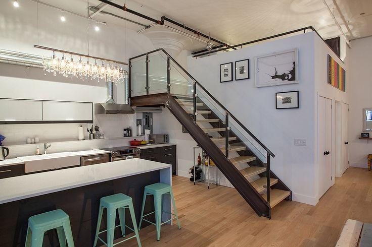 industriele trap met houten treden