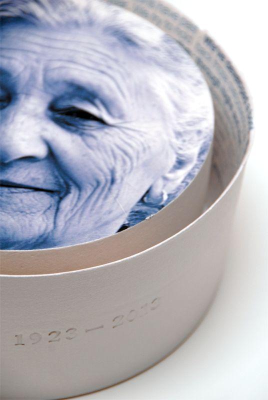 Tinne Debruijne / portfolio personalized urn
