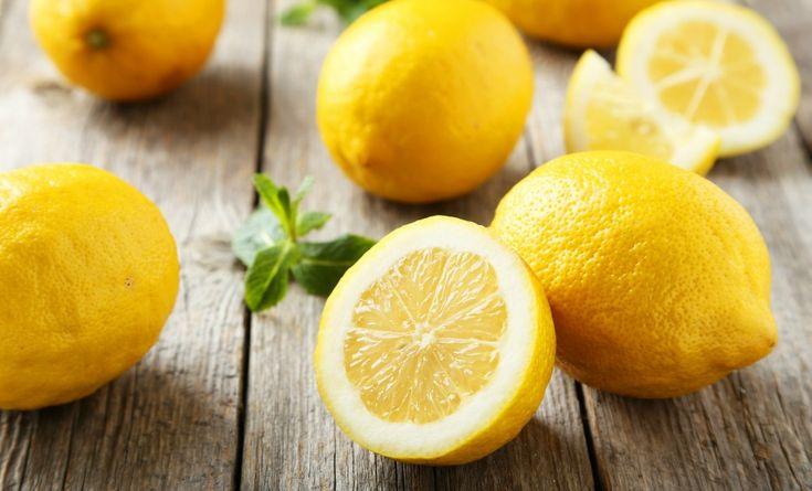 purifica, idrata, fa bene la pelle, aiuta in cucina, scoprite tutti i benefici del limone nel video!