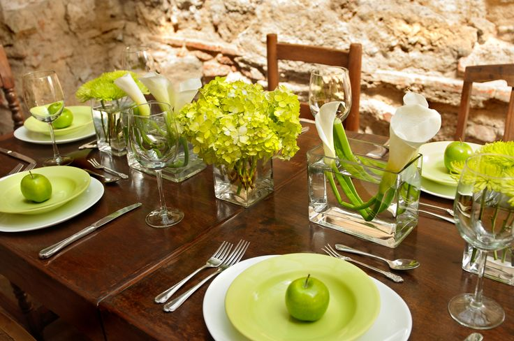 table setting centerpiece