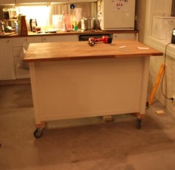 IKEA Hackers: Kitchen island on wheels