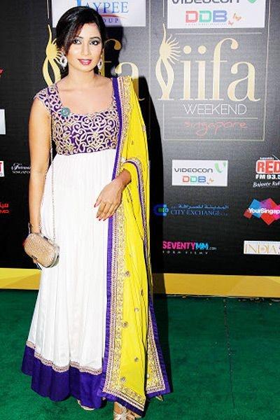 Shreya Ghoshal in a cute white and royal blue anarkali