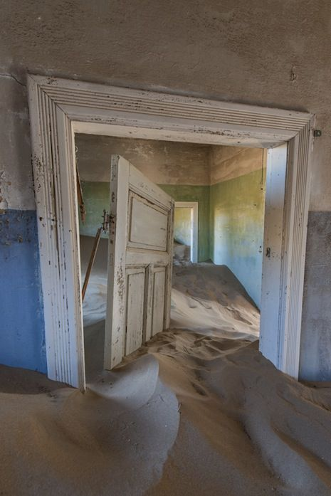 Kolmanskop- 'The Sands of Time': Incredible photos from an African Ghost Town