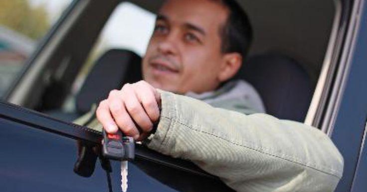 Reparar el aire acondicionado de un Honda Civic. Al diagnosticar el sistema de aire acondicionado (A/C) de un Honda debes tener freón en el sistema. Si el sistema tiene una fuga en alguna parte y el freón se ha ido ya no será un sistema activo que pueda ser comprobado. Primero deberías reparar la fuga antes de poder hacer un diagnóstico más profundo para poder continuar. El freón no puede ser ...