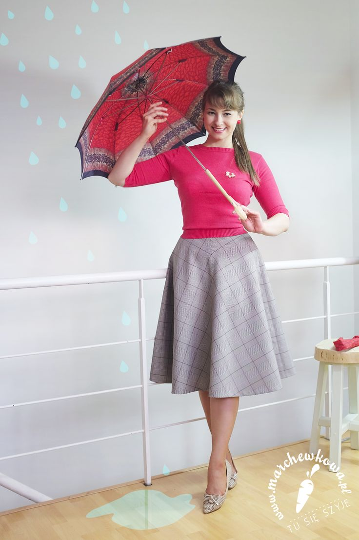 PL Spódnica z połowy koła: uszyłam sobie Elana: dostałam ją od cioci, materiał pochodzi z końca lat '70. Buty: Sca'Viola Kaszmirowy sweterek: wyszukany przez mamę w lumpeksie Broszka-pudelek: kupiona na Allegro, lata '60. Parasolka: kupiona na Allegro, lata '50. Pończochy: Natalie, lata '60.  EN Half circle skirt: made by me Fabric: 70s, gift from my aunt Shoes: Sca'Viola Cashmere sweater: SH, bought by my mom Poodle brooch: 60s Umbrella: 50s Nylons: 60s Natalie