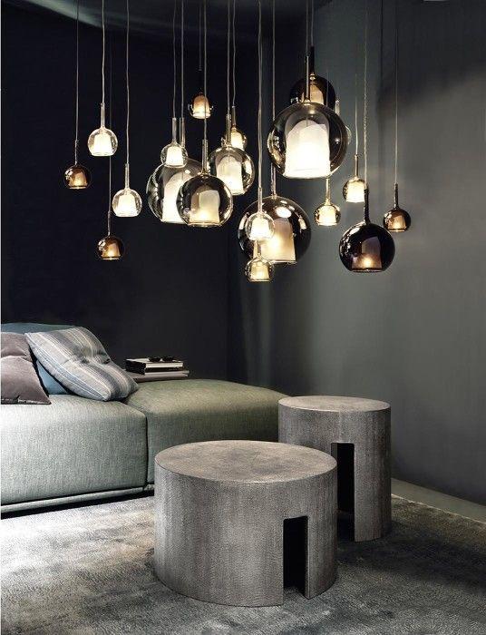 Disegnato dal pluripremiato designer Carlo Colombo, questo sistema di lampade offre molteplici possibilità di personalizzazione. Si adatta ad ogni spazio e lo rende unico e speciale.