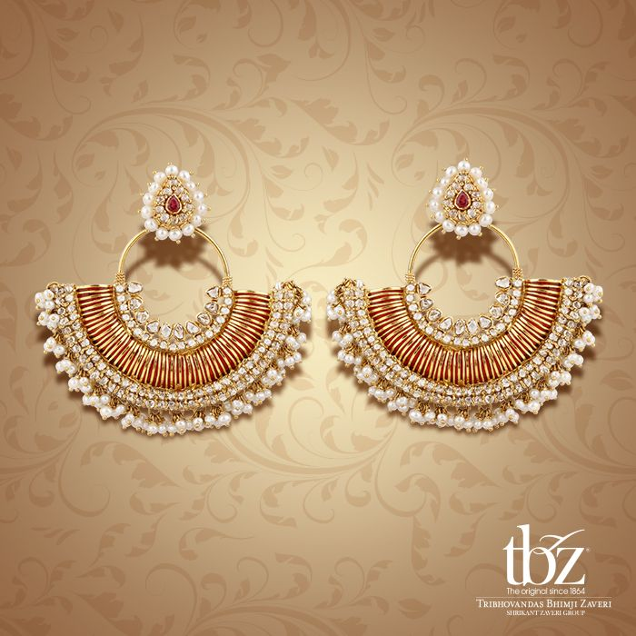 Explore the beauty and splendor of the Mughal era in these classic circlets with pearl and Chakri polkis