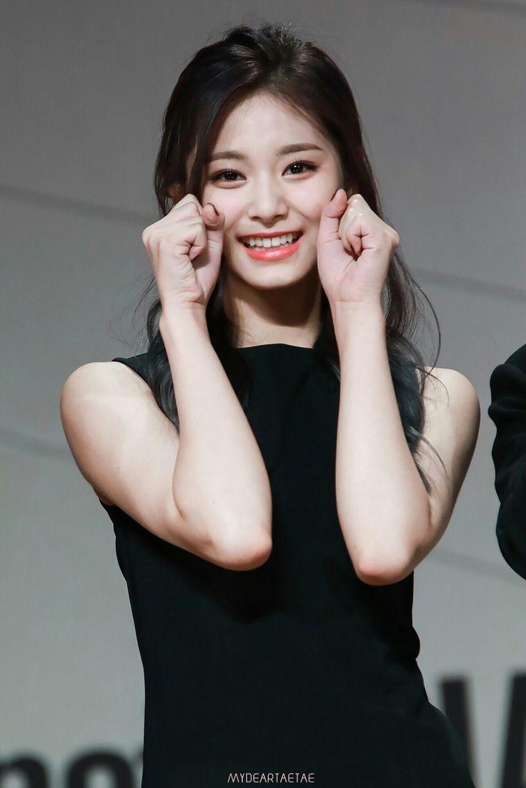 Tzuyu Twice kpop korea  fashion idol group singer cute beauty smile shy  ツウィ トゥワイス 韓国 Kポップ アイドル グループ 歌手 ファッション オルチャン かわいい シャシャシャ