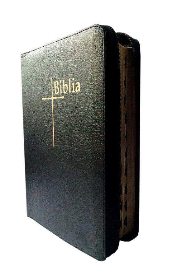 Biblia Thompson, de studiu, cu concordanta si explicatii, materiale ajutatoare de studiu biblic. O gasesti aici: http://www.librariamaranatha.ro/biblii/biblia-thompson/biblia-thompson-mare-din-piele-cu-fermoar-margini-aurii-cu-index-neagra.html