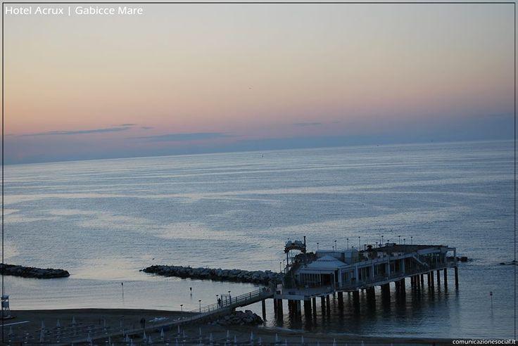 Gabicce (Marche) - Hotel Acrux. #tramonto #sea #ocean #gabiccemare #gabicce #mare #hotelacrux #spiaggia #sole #estate #vacanze #relax #rivieraromagnola Seguici su https://www.facebook.com/HotelAcrux