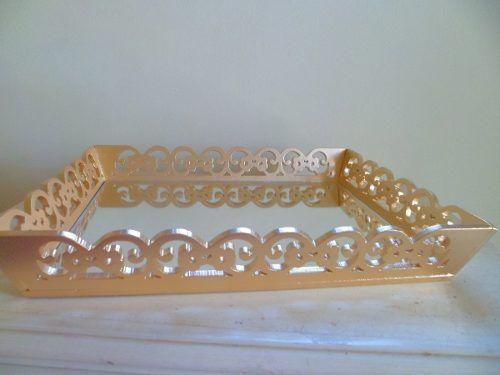 Bandeja Provençal Para Festas Dourada Fundo Espelhado Em Mdf - R$ 68,00