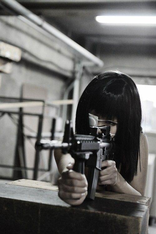 Брюнетка с оружием без лица картинки