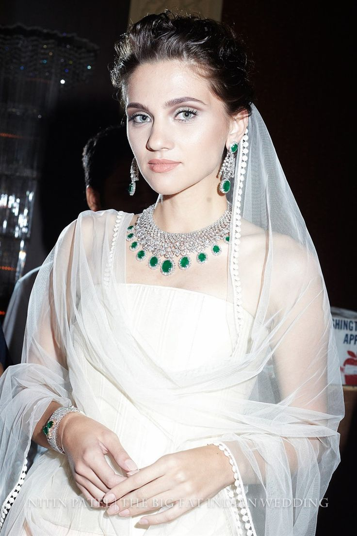 delicate emerald and diamond necklace - something for a Cinderella? | Shree Raj Mahal Indian Jewelry | India Couture Week 2014