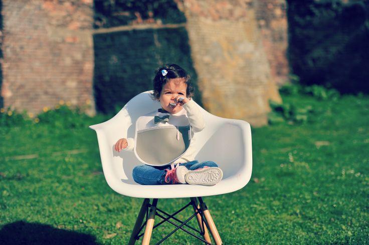 Mooie slab van Miss & Mr. Baby. Slabbetje is makkelijk schoon te maken met een doekje maar ook wasmachine wasbaar.