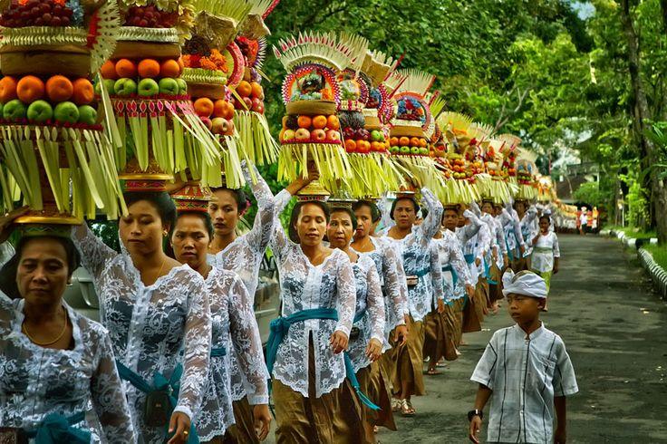 Mepeed di Alas Kedaton in Desa Marga, Bali