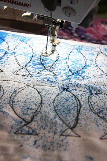 kolmosen/nelosen ompeluharjoitukseksi: kaksikertainen kangas, kaksipuoleinen tukikangas väliin liimaamaan kerrokset yhteen