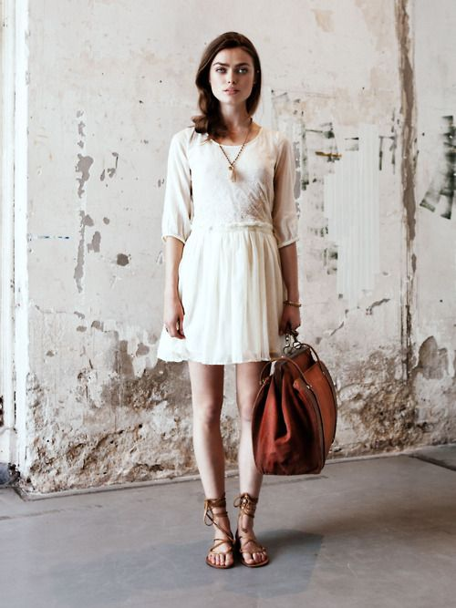 Lost in the Moment...: Travel Chic, Cream Dresses, Travel Outfit, House Scotch, Vintage Luggage, The Dresses, Scotch Soda, White Dresses, Floral Dresses
