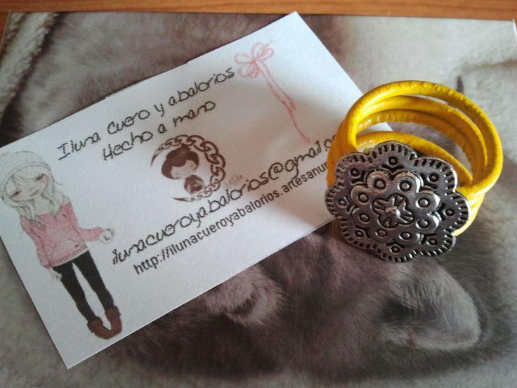 Yellow ring. Leather & Zamak Anillo amarillo , cuero y Zamak