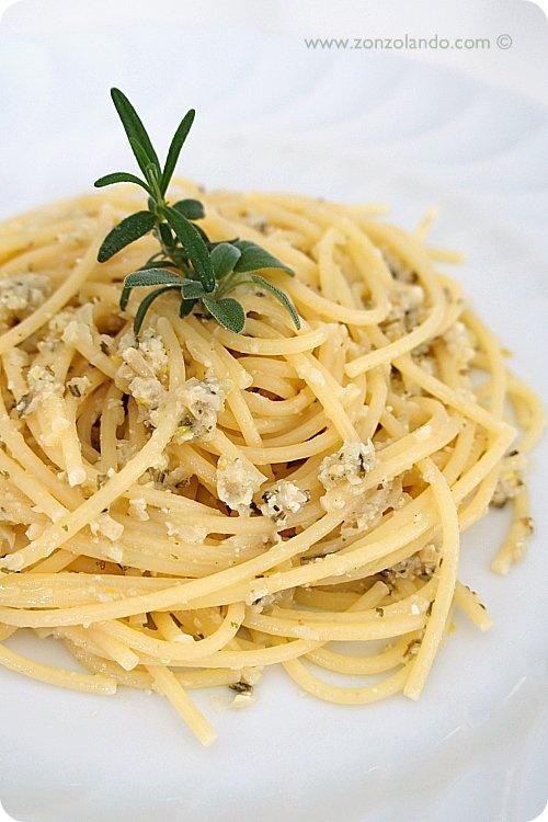 Spaghetti al pesto di rosmarino e pinoli