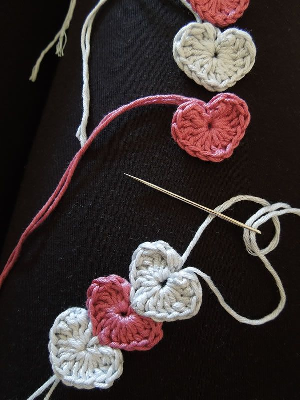 Quick And Simple Crochet Heart Bracelet By HappyBerry Crochet - Free Crochet Pattern - (happyberrycrochet.blogspot)