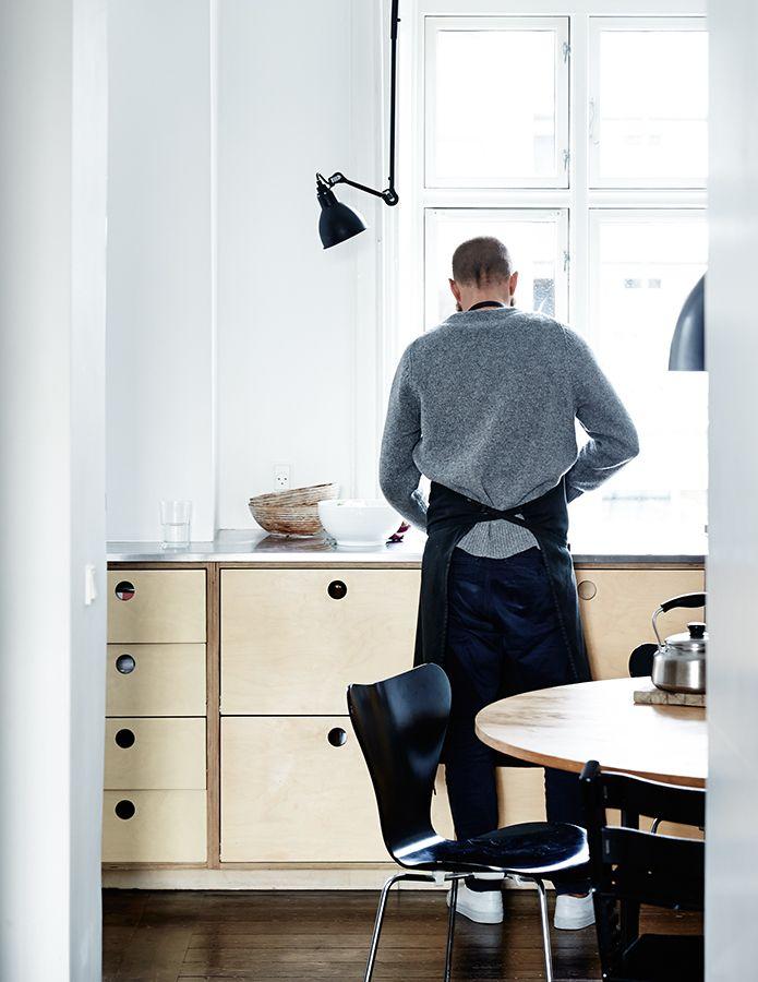 Mikkel Karstad | Kinfolk køkken af mdf med hul greb...