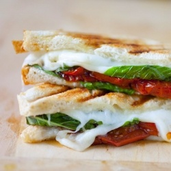 Caprese Grilled Cheese Sandwich with Balsamic Roasted Tomatoes: Recipe, Roasted Tomatoes, Food, Grilled Cheese Sandwiches, Grilled Caprese, Grilled Cheeses, Balsamic Roasted