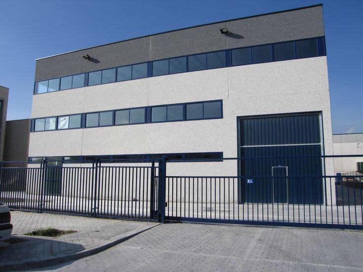 MICRA SOC. COOP. LTDA  Empresa dedicada a la fabricación y producción de mecanizados. Nave de 1.500 m2 en la Localidad de Alcalá de Henares, construida en el año 2005. http://www.tekton.es/