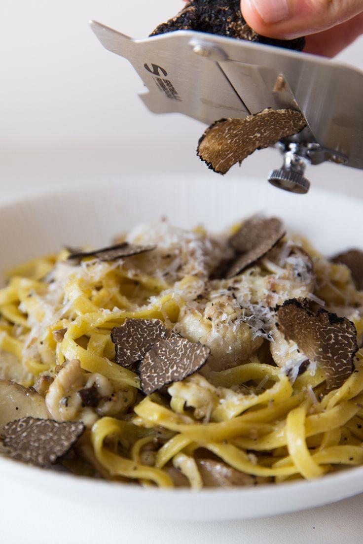 Mama Tommy's: Black Truffle and Shiitake Mushroom Fettuccine [Zack]