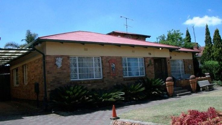5 Bedroom family home for sale in sought-after Horison. - R1 295 000  In immaculate condition. Perfect for the large family. 5 Bedrooms, 3 modern bathrooms. Kitchen with granite tops. Entrance hall, study, lounge, dining room, family room, braai room. 2 Tandem auto garages. 6 Carports. Fibreglass pool. Good security. http://www.remax2000.co.za/property_details.aspx?property_ref=632511