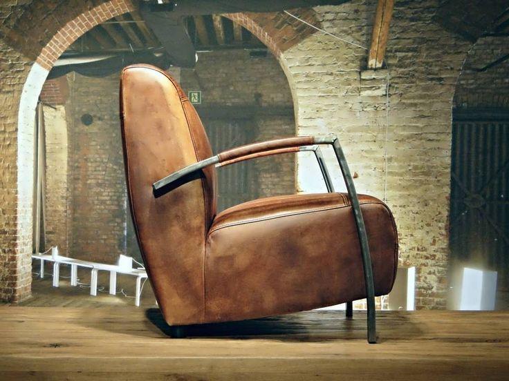 Vintage leren fauteuil Basil - ROBUUSTE TAFELS! Direct uit voorraad of geheel op maat >>