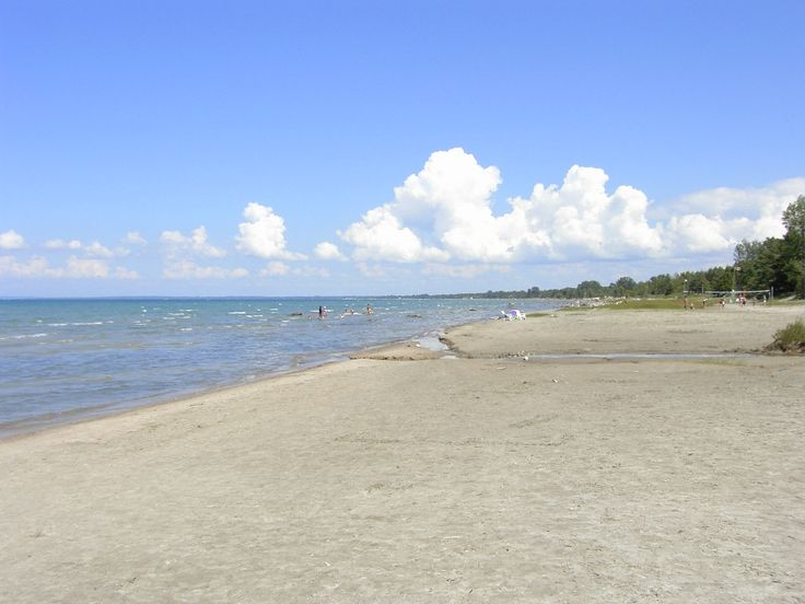 Wasaga Beach - For over a century tourists have traveled to the welcoming shores of Nottawasaga Bay, to stroll along 14 kilometers of white sand beach, swim in warm, clean waters and enjoy the panoramic mountain views across the Bay.