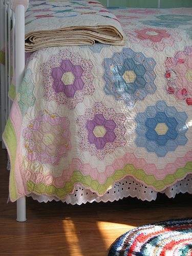 lepetitpoulailler: cajunmama: Quilts by christmasnotebook