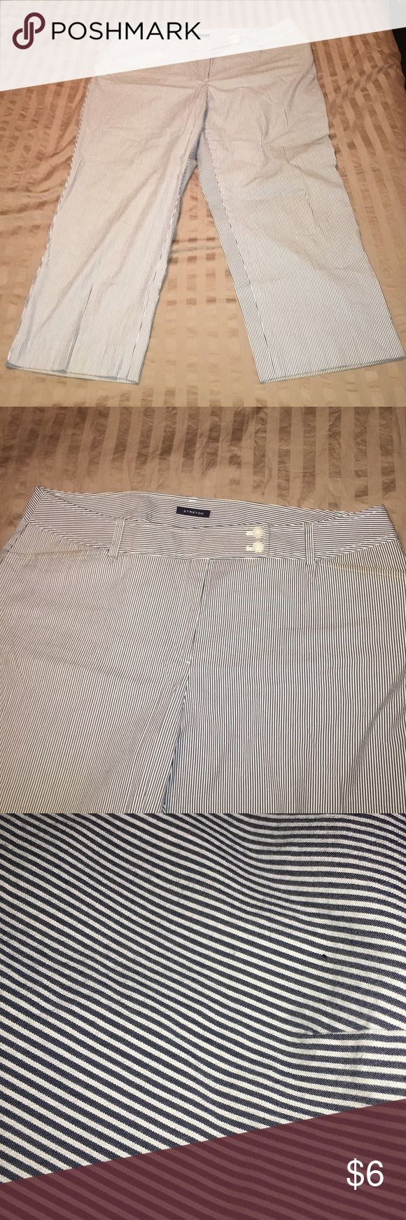 Women's Capri, like new Women's Capri pants, 26 inch inseam crop/Capri, 40 inch waist, 11 inch rise ---great micro stripes. Front pockets. Easy wear Jones New York Pants Capris