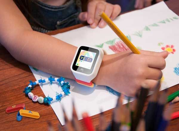 Jusqu'à présent les smartwatchs pour enfants se limitaient à la localisation GPS, à quelques fonctionnalités sommaires et à de petits jeux, ce