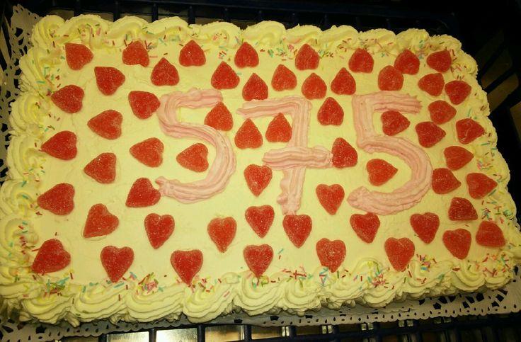 Paatelan koulu sai tämmösen kakun! Ja päiväkotien lapset saivat 6kpl kääretorttu kakkuja. Kirkonkylän koululle meni meiltä glut. maid. kakku!