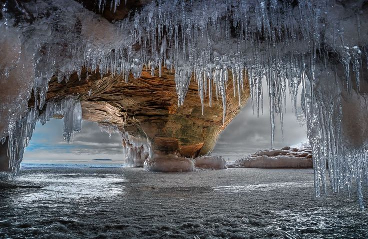Apostle Islands Ice Caves, Lake Superior, Bayfield county © Chad Briesemeister
