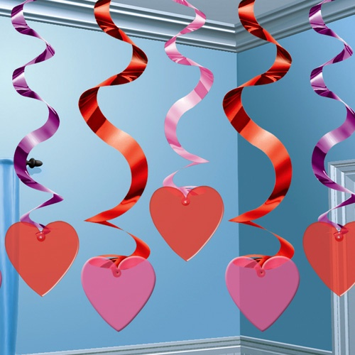 Decorados espirales corazones, para decorar una fiesta romántica - de www.fiestafacil.com, $7.95 / Spiral decorations for a romantic party, from www.fiestafacil.com