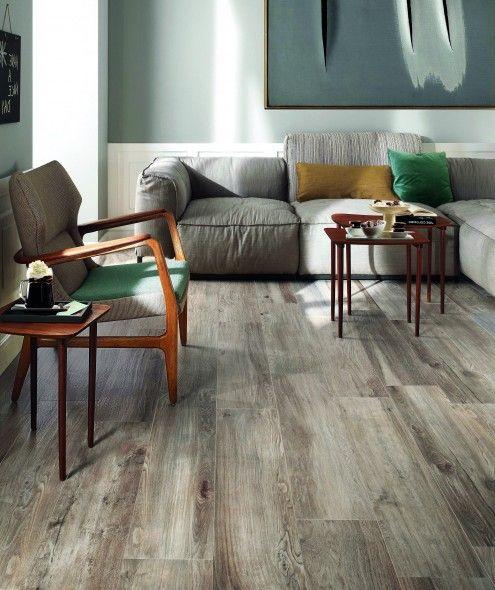 impermo, goedkope tegels, parket, keramisch parket, houtkleur, woonkamer, zetel, stoel, design stoel, kussens, schilderij,