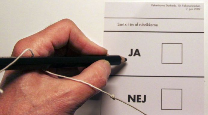 Hvorfor har der ikke været mere oplysning fra politikkere omkring retsforbeholdet når vi nu skal til afstemning d.3. december?