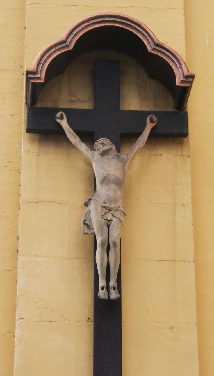 A cross in a church (DL)