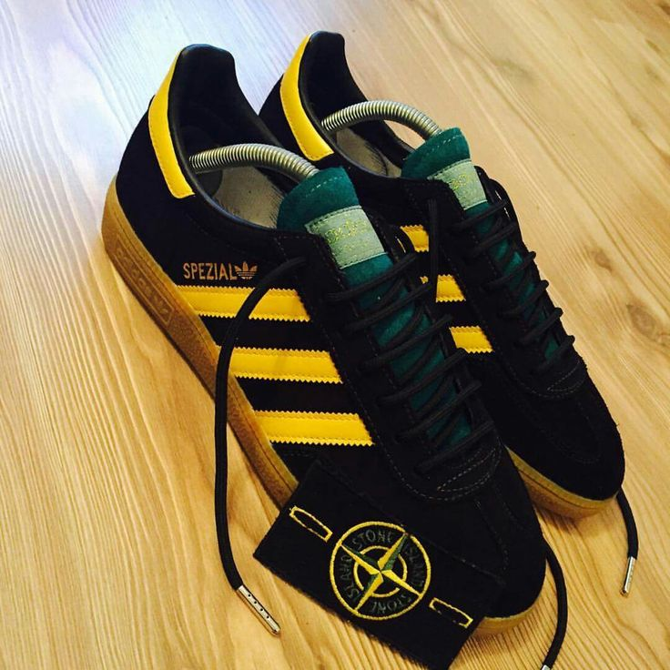 More top work from adimaster Carl Denys Jones - these beauties started life as a plain pair of Grey Spezials before Carl worked his magic - the colourway pays homage to Stone Island