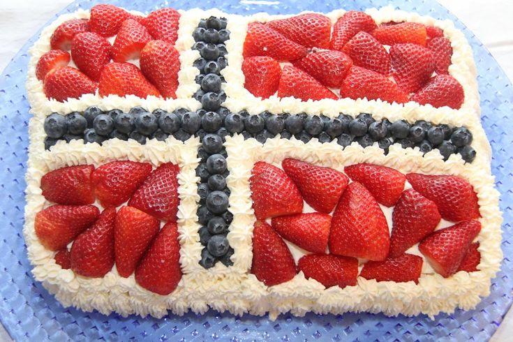 Nå er det ikke mange dager igjen til Norges nasjonaldag, 17.mai! I den anledningvil jeg dele oppskriften på denne herlige bløtkaken som passer perfekt til 17. mai.Kaken erpyntet med krem og bær, formetsom det norske flagget. 17. mai bløtkaken er fylt med vaniljekrem, krem, syltetøy og ferske jordbær. Fantastisk god! Her kommer oppskriften på 17.mai …